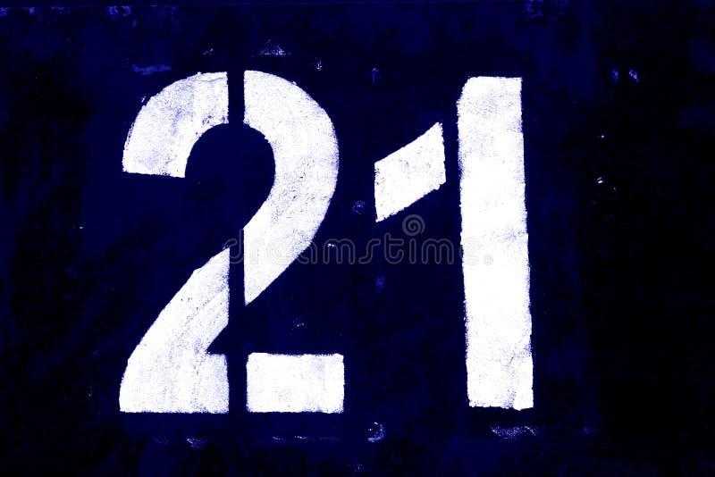 Número 21 en plantilla en la pared del metal en tono azul stock de ilustración
