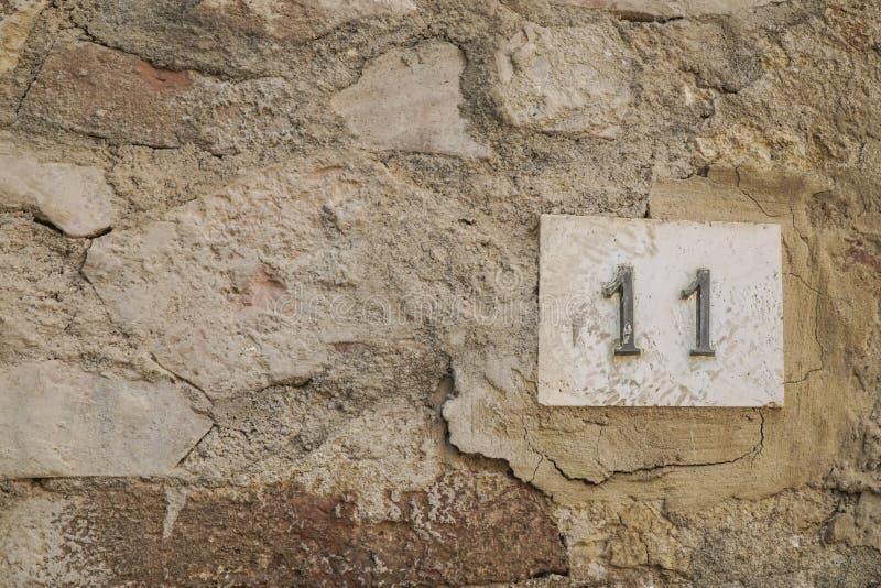 Número once en una pared foto de archivo