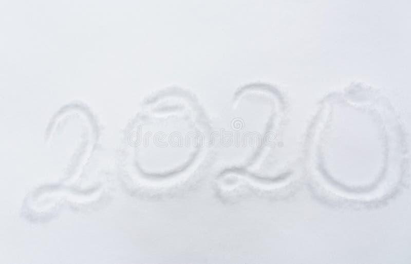 Número ou data do ano novo 2020 na superfície da neve foto de stock royalty free