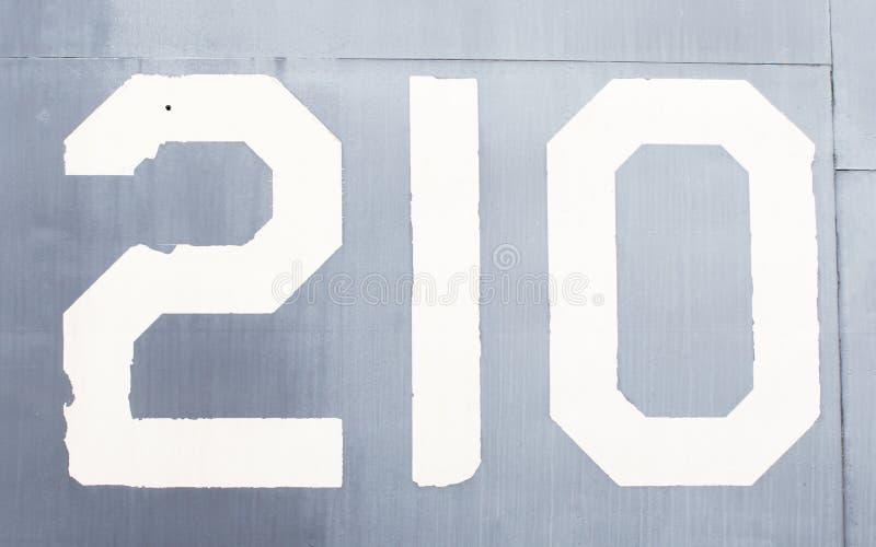 Número pintado en un viejo avión de la guerra foto de archivo