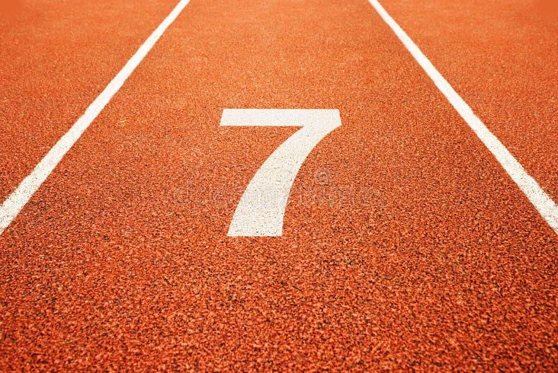 Número sete na pista de atletismo fotos de stock royalty free