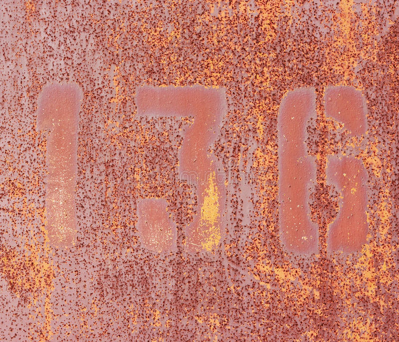 Números 1, 3, 6 na parede oxidada do ferro. foto de stock royalty free