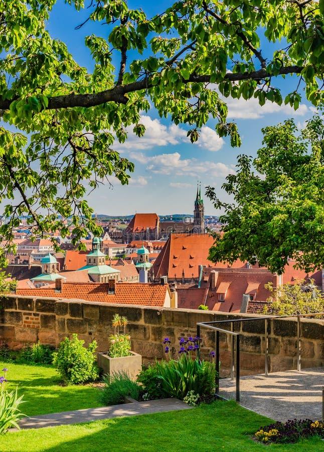 Nürnberg Deutschland, schöne Ansicht des historischen Stadtzentrums vom Schloss stockfotografie
