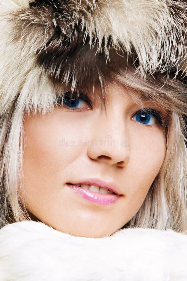 nęcący blond błękitny zbliżenie przyglądający się portret obrazy royalty free