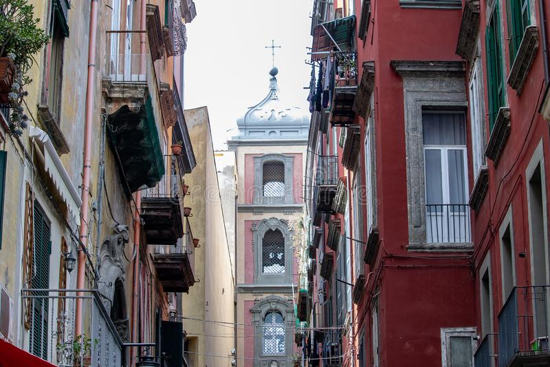 N那里城市的历史的中心是小儿床工艺的著名街道,通过圣格雷戈里奥阿尔梅诺,目的地许多游览 免版税库存图片