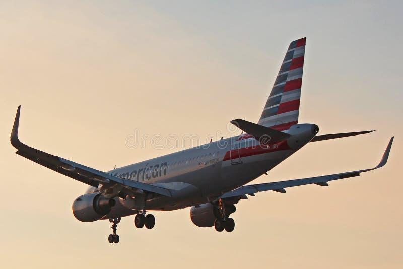 N90024 American Airlines Airbus A319 fotos de stock