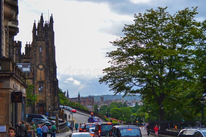 N deposita a rua com conjunto salão e vista da cidade no backgro fotos de stock royalty free