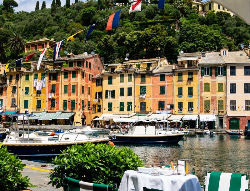 N leeg lijstwachten dat op de rand van de haven in Portofino moet worden ontruimd stock afbeelding