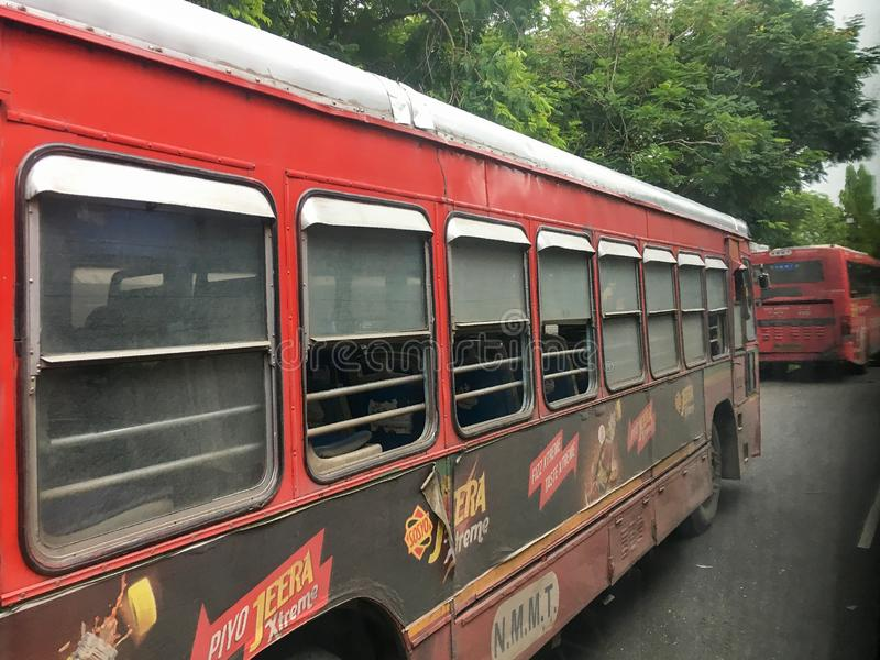 n M M T 在Vashi驻地navi孟买马哈拉施特拉印度的新孟买市政运输公共汽车 库存照片