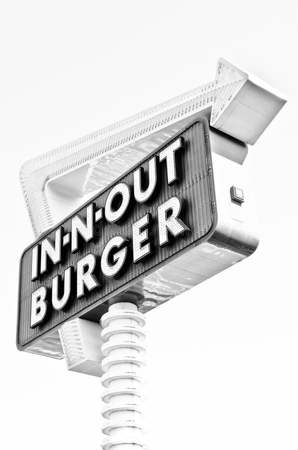 -n-para fora no hamburguer preto e branco imagens de stock