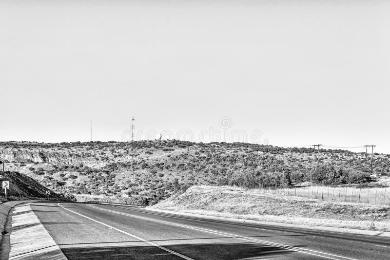 N8-road ao oeste de Bloemfontein monocromático imagem de stock