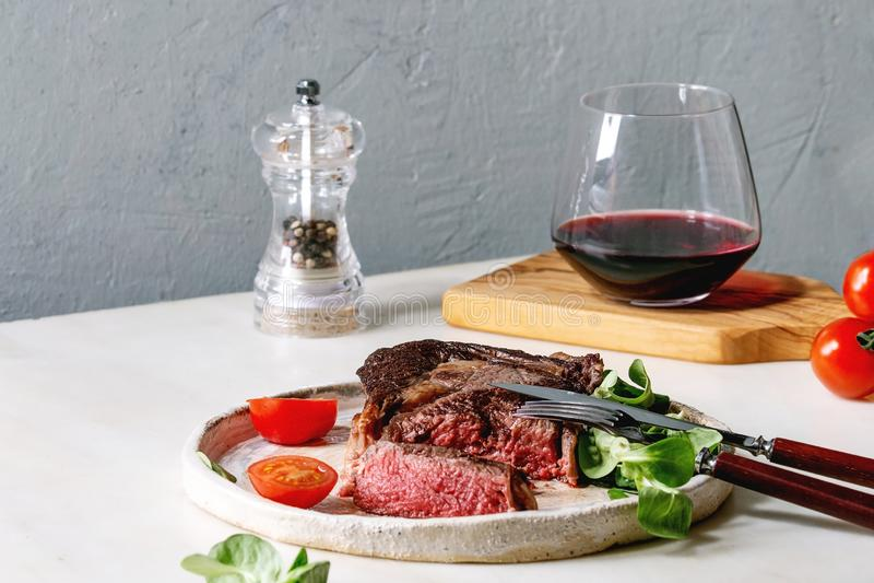 n?tk?tt grillad steak royaltyfria foton