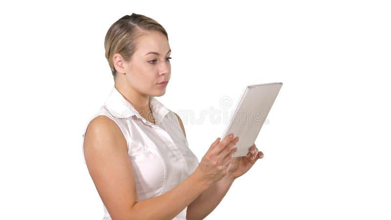 N?tt kvinnaanseende och anv?nda en minnestavla p? vit bakgrund arkivfoton