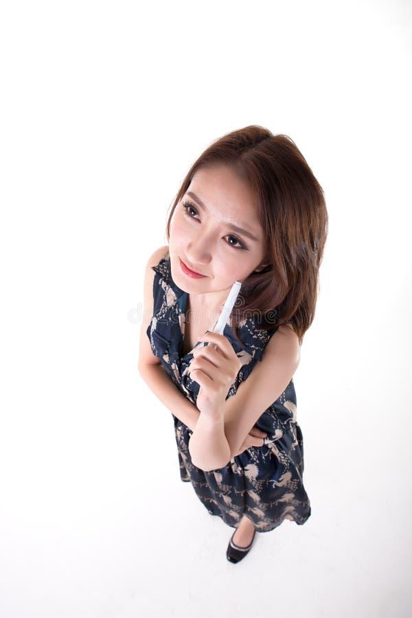 n?tt thai kvinna f?r aktiv asiatisk utomhus- st?ende arkivbild