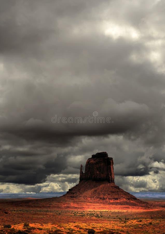 Nação do Navajo do vale do monumento dos céus nebulosos fotografia de stock royalty free