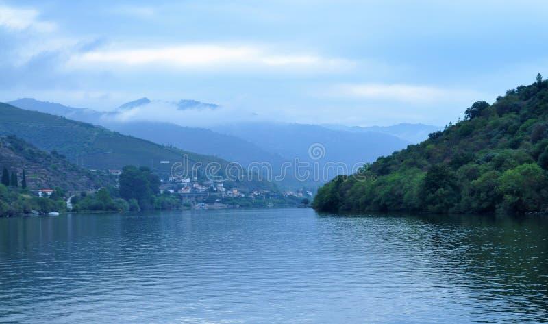 Naître à la rivière de Douro images libres de droits