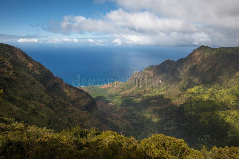 Na帕利从Kalalau监视的海岸视图 免版税库存图片