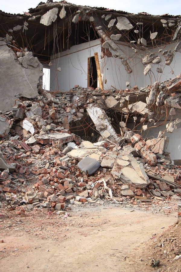 Na aardbeving stock afbeeldingen