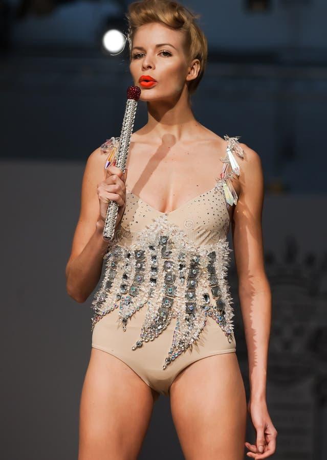 Na aura tout o desfile de moda 2012 do verão da mola do vu fotos de stock royalty free