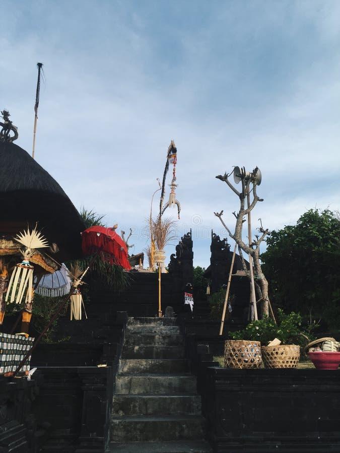 Na Bali świątyni ziemiach przy słonecznym dniem, Indonezja zdjęcia stock