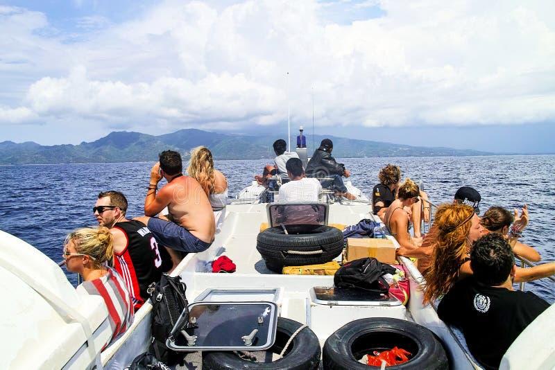 Na balsa de Bali a Lombok, INDONÉSIA imagem de stock