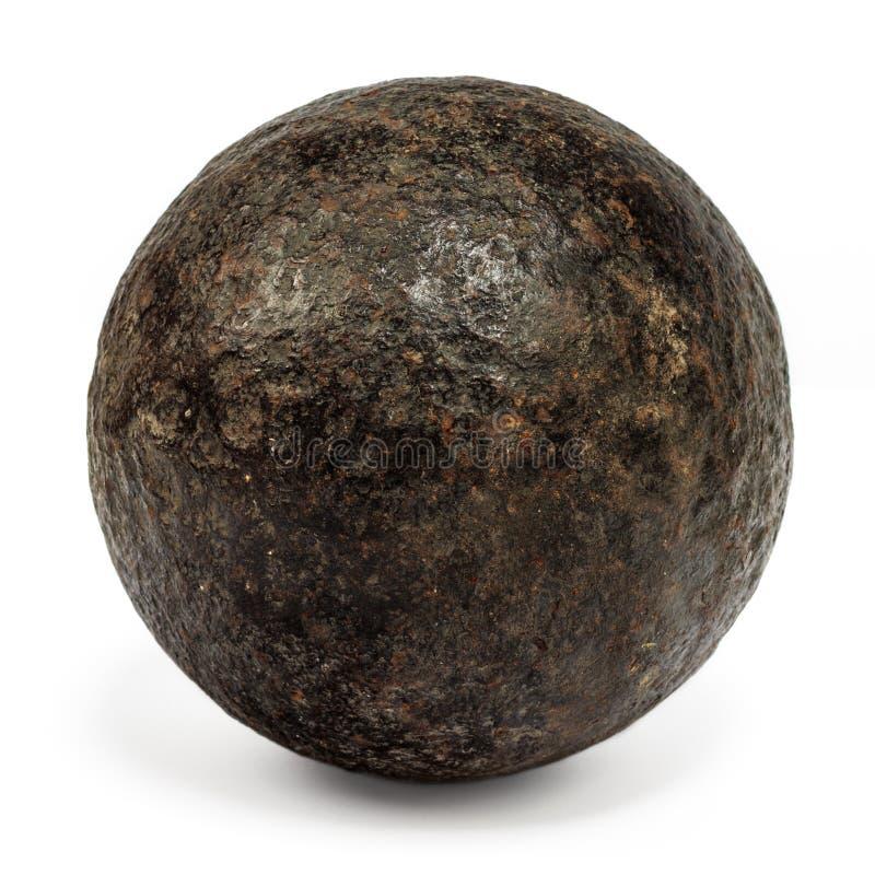Na biel xviii wiek prawdziwy cannonball zdjęcia stock