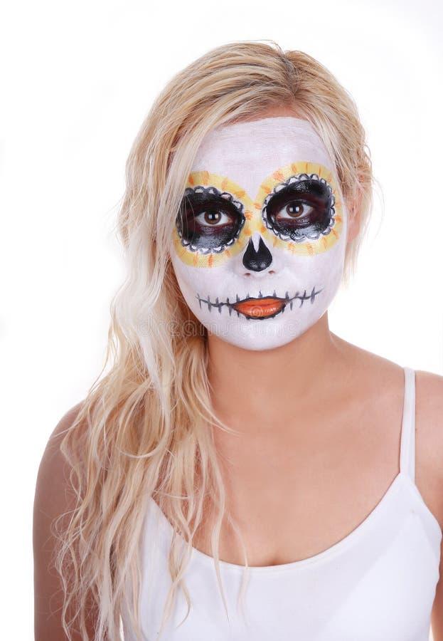 Na blondynki młodej dziewczynie czaszki makeup fotografia stock