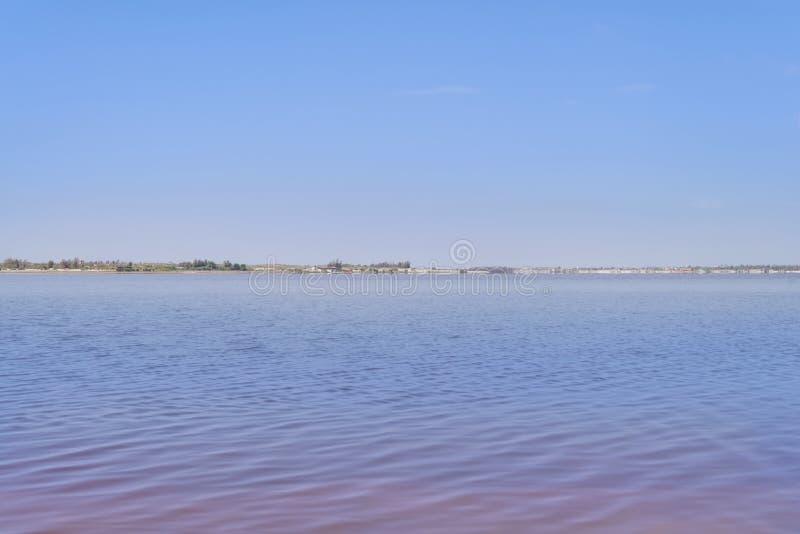 Na brzeg Retba jezioro lub Różowy jezioro () obrazy royalty free