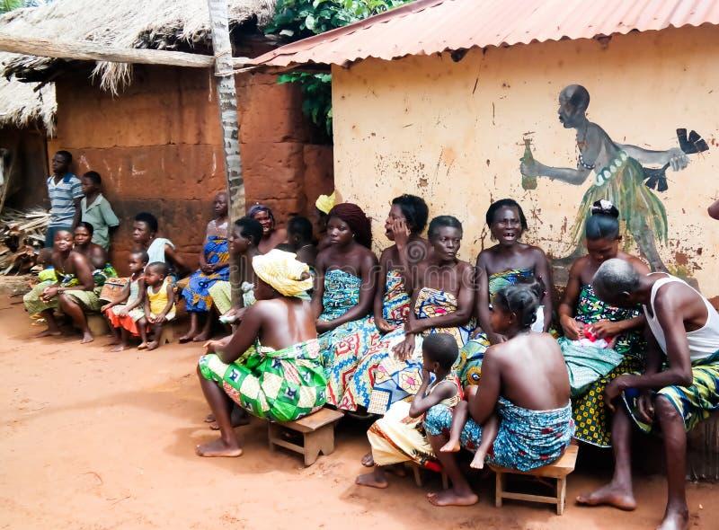 Na cerimônia dança do woodoo da ovelha e do Gen Anfoin, Togo foto de stock