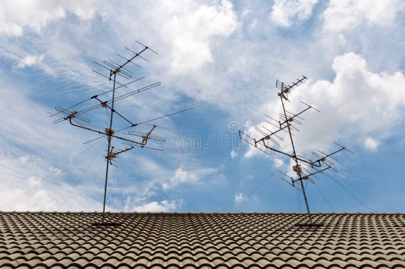 NA dachu TV anteny obraz royalty free