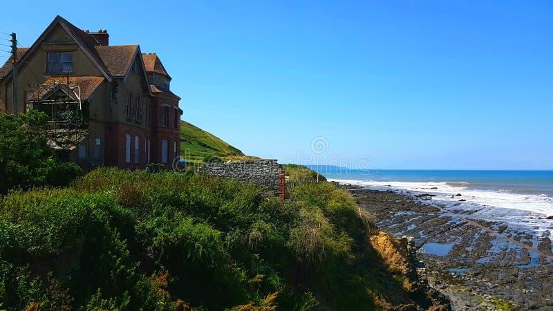 Na direção ocidental Ho! está uma vila de beira-mar perto de Bideford em Devon, Inglaterra imagem de stock