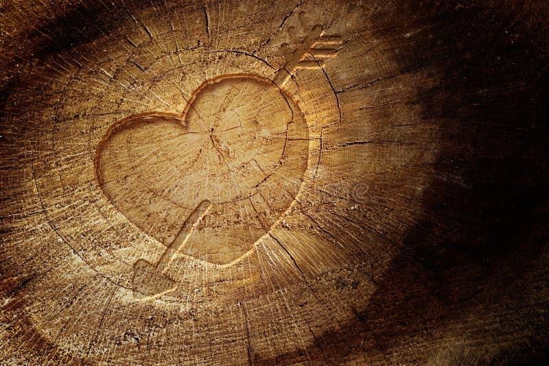 Na drewnianym tle miłość tekst zdjęcie stock