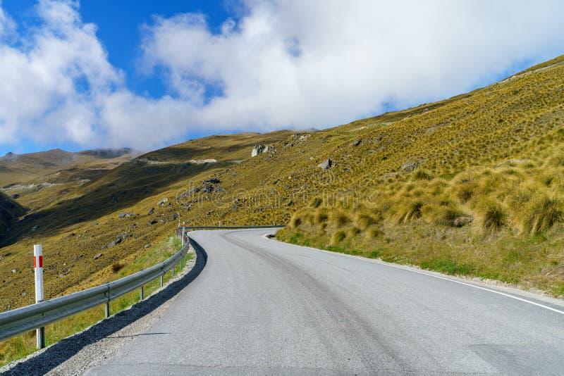Na drodze w górach remarkables narciarski teren, Queenstown, nowy Zealand 1 zdjęcia stock