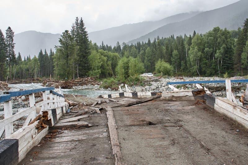 Na een vloed van de bergrivier Altai, Siberië stock foto's