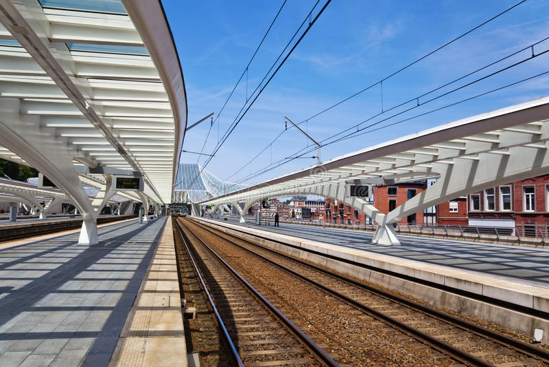 Na estação de trem em Liege imagens de stock royalty free