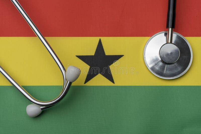 Na fladze Ghana jest stetoskop zdjęcie stock