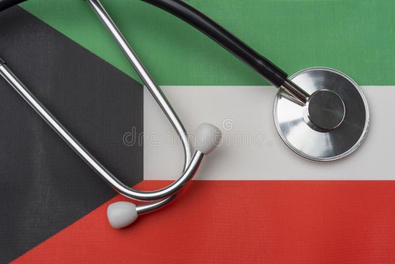 Na fladze Kuwejt jest stetoskop zdjęcie stock