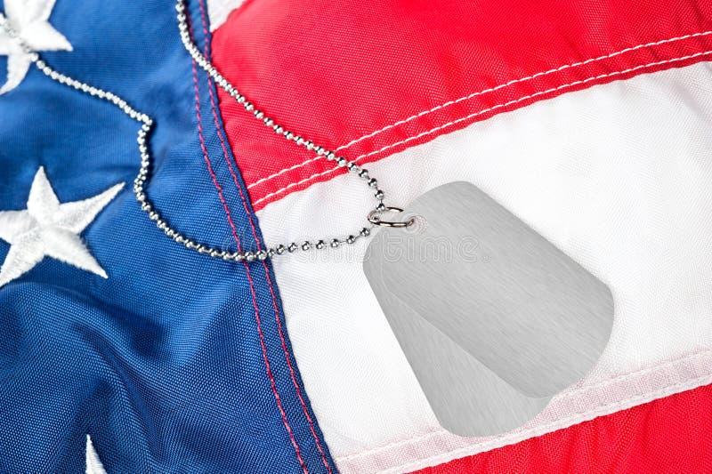 Na Flaga amerykańskiej psie etykietki fotografia stock