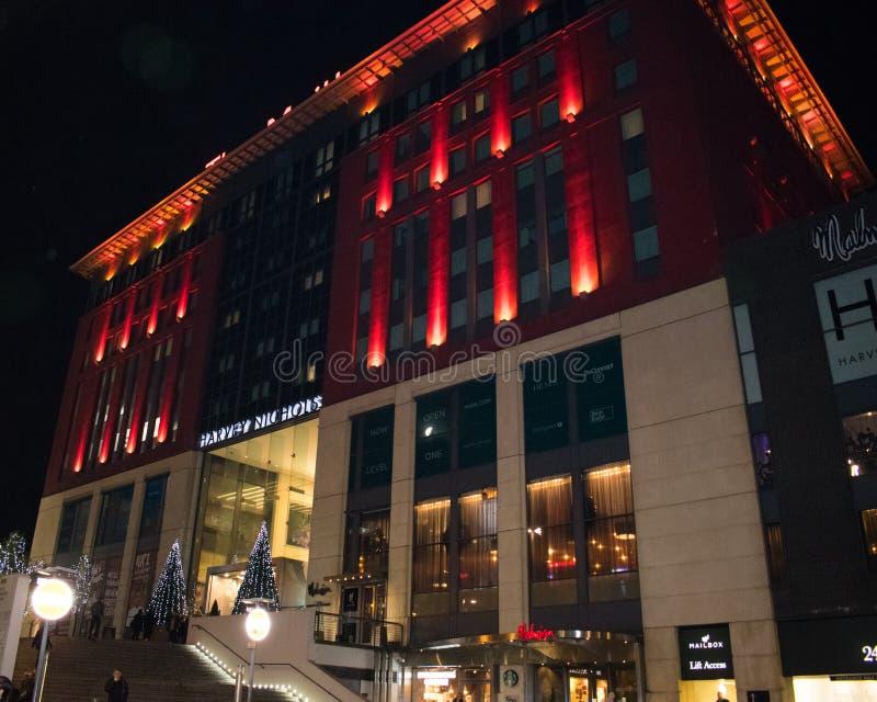 Na frente do centro de compra da caixa postal, Birmingham Reino Unido, na noite imagens de stock