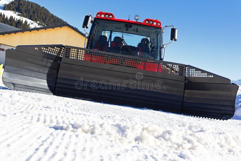 Na frente do snowplow foto de stock