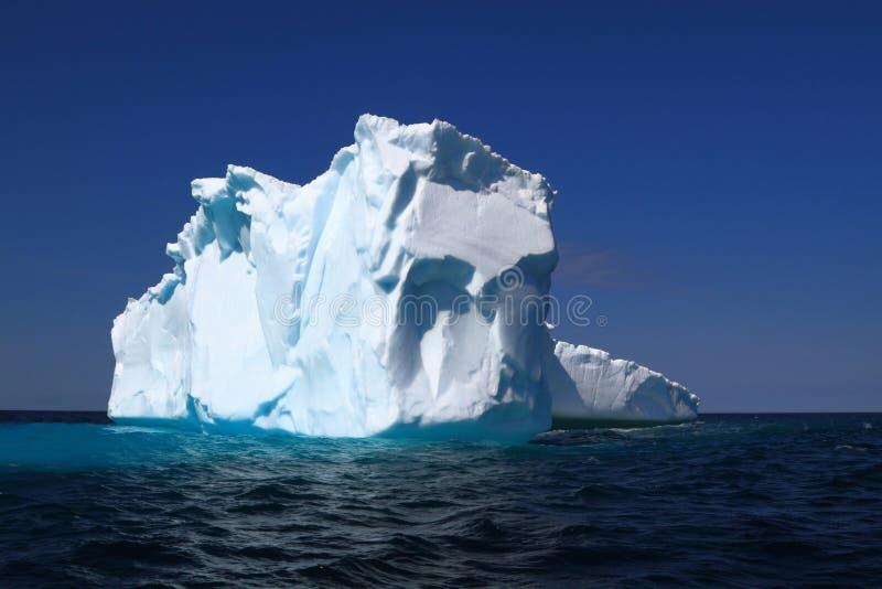 Na góry lodowa alei już strat części swój lodowa masa obraz stock
