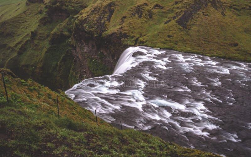 Na górze skogafoss siklawy długiego czasu ujawnienia w Iceland zdjęcie royalty free