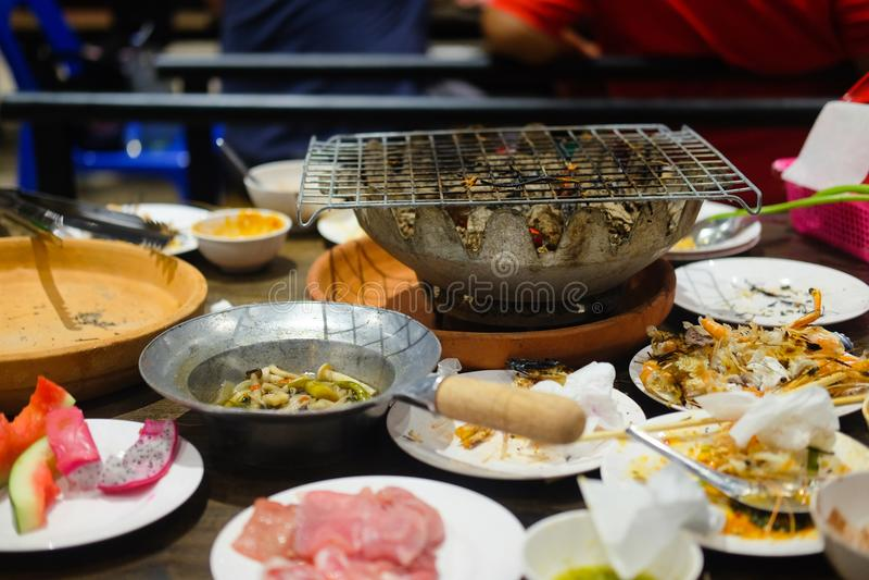 Na het eten met Aziatische BBQ-Stijl royalty-vrije stock foto's