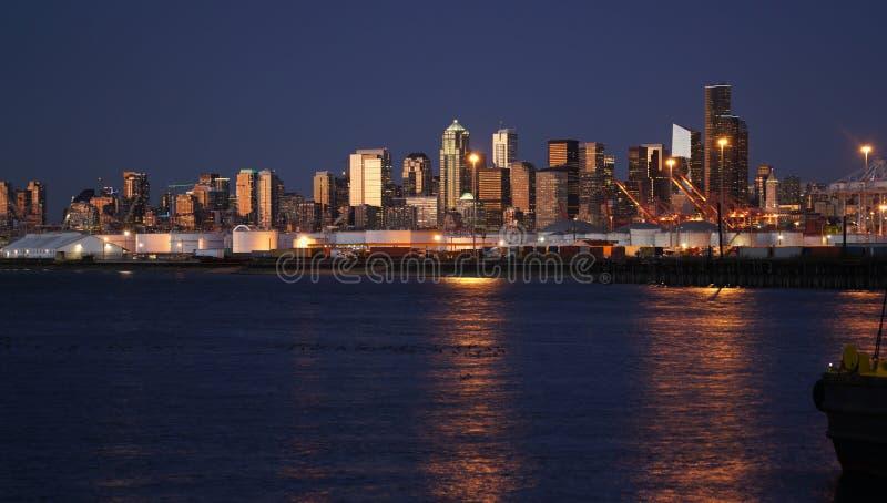 Na Horizon de Van de binnenstad Seattle Washington Port Water van de Zonsondergangstad royalty-vrije stock afbeeldingen