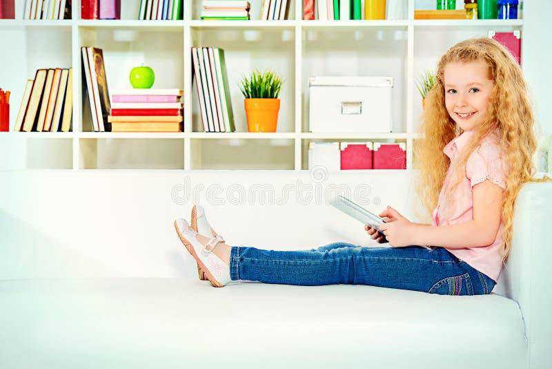 Na kanapie zdjęcia stock