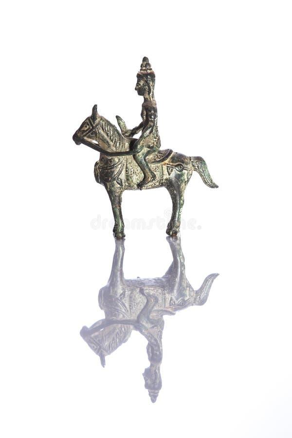Na Końskiej tylnej figurce antykwarski Wojownik zdjęcia royalty free