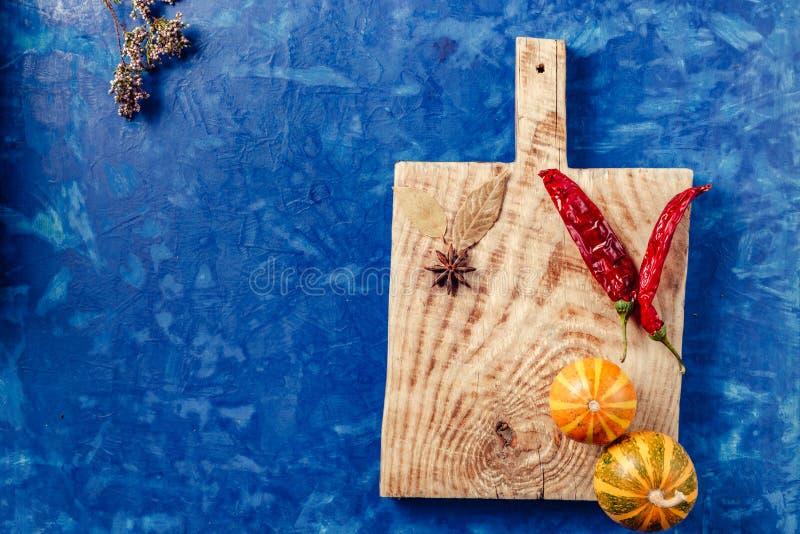 Na kuchennym deska pieprzu obraz stock