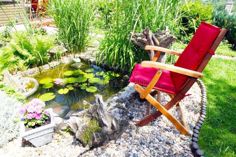Na lagoa do jardim fotografia de stock royalty free