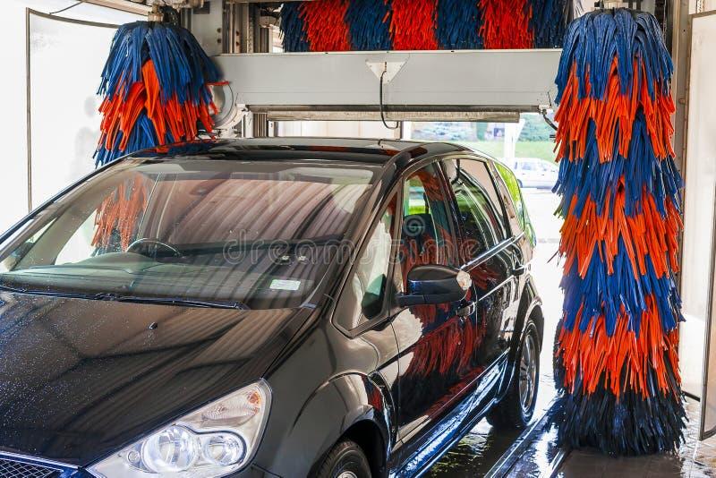 Na lavagem de carros automática imagens de stock