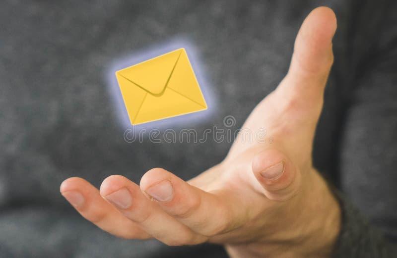 na letra da levetiruet humana cor amarela foto de stock